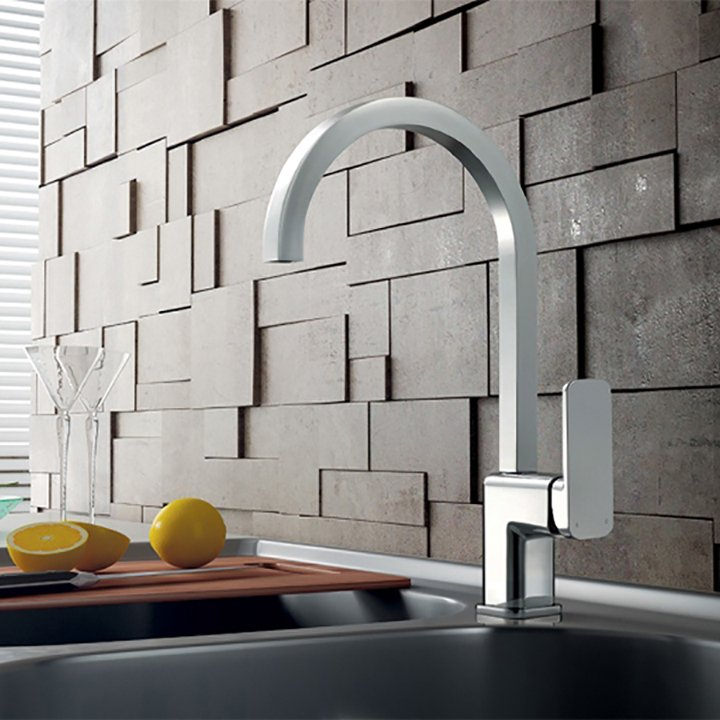 Perpendicular kitchen faucets